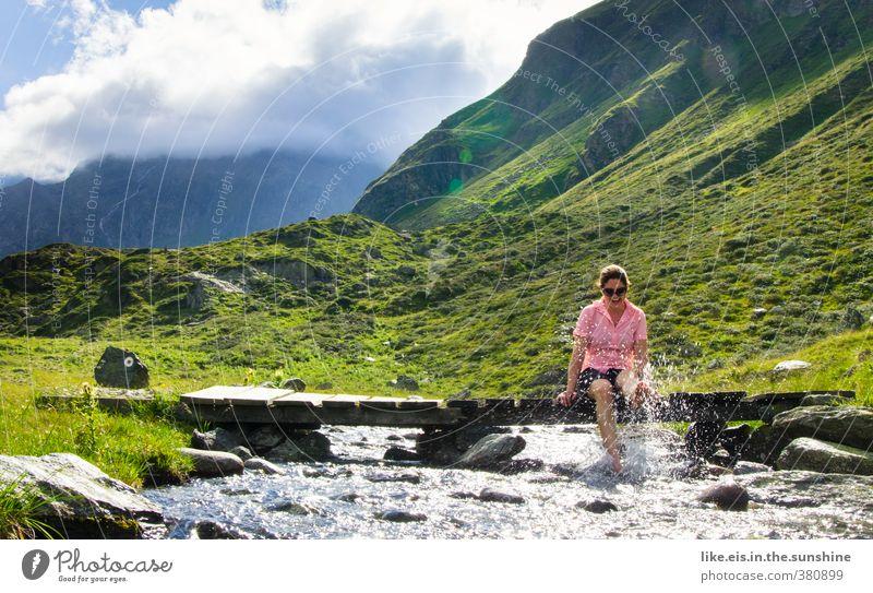 wanderlust V Natur Jugendliche Ferien & Urlaub & Reisen Sommer Sonne Landschaft Freude Junge Frau Umwelt Berge u. Gebirge feminin Gefühle Spielen Freiheit Glück