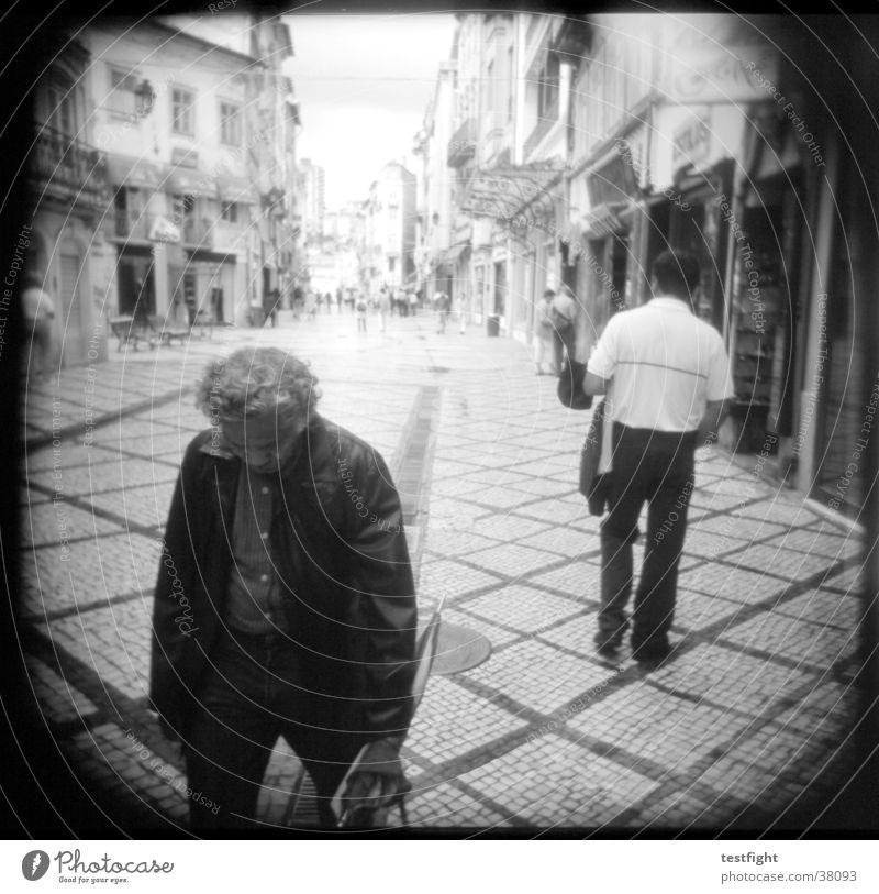 holga lo-fi weiß Stadt schwarz Straße Menschengruppe Portugal Holga Wege & Pfade Fußgängerzone