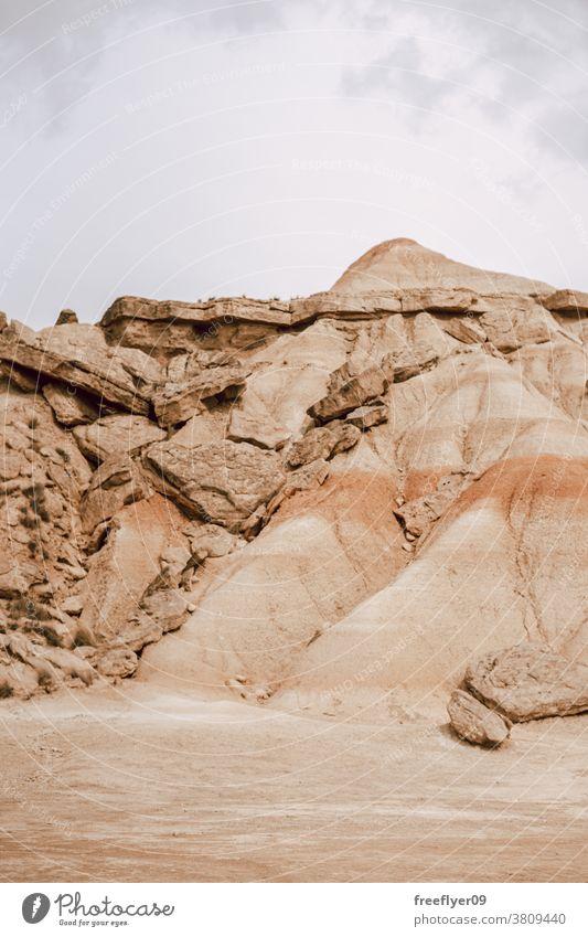Ikonischer Berg auf Bardenas Reales in Navarra, Spanien Berge u. Gebirge barcenas Textfreiraum kultig Wahrzeichen Tourismus Natur wüst Touristik erkunden rot