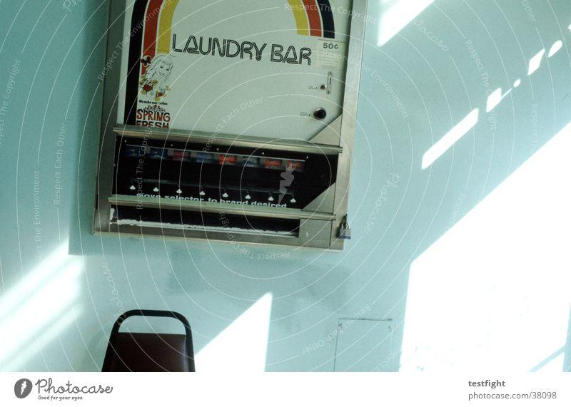 laundry bar Wäscherei Seife Automat Ladengeschäft Stadt San Francisco Amerika Wand Dienstleistungsgewerbe soap Stuhl Raum USA chair Sonne sun Mauer