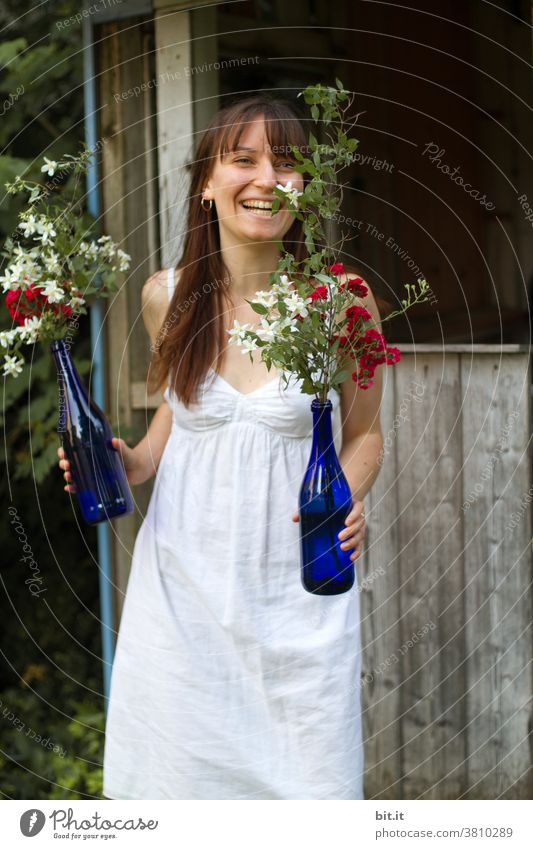 *2000* - heute wird gefeiert Junge Frau Blume Blüte Blumenstrauß Party Feiern Feste & Feiern Dekoration & Verzierung Muttertag Valentinstag Hochzeit Liebe