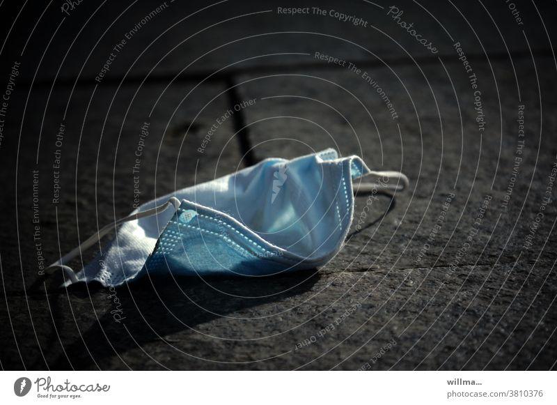 Coronafallbeispiel - die Mundschutzmaske meines Physiotherapeuten verloren Schutz Pandemie wegwerfen Maskenpflicht Ignoranz Prävention Mund- und Nasenmaske