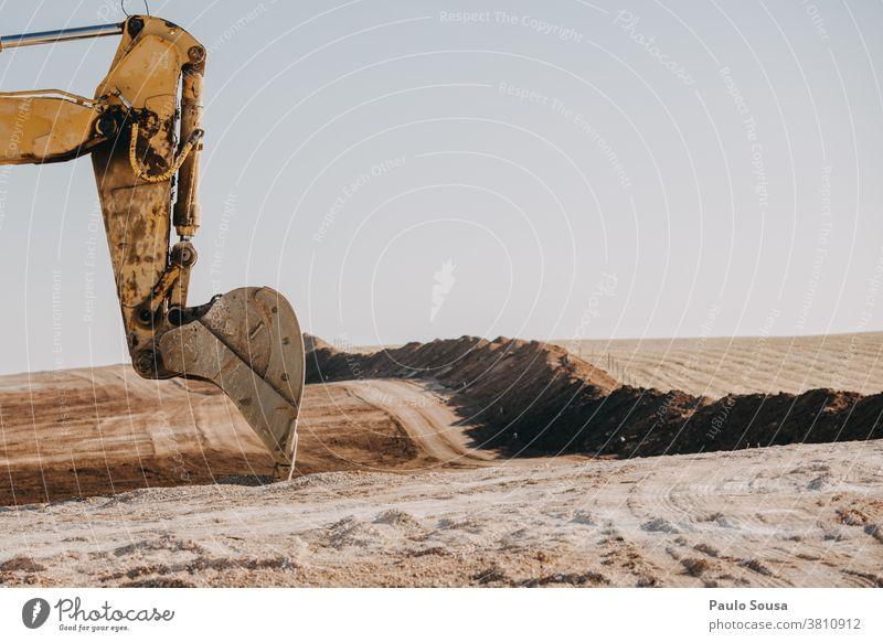 Bagger auf der Baustelle Ausgrabungen Konstruktion Baumaschine Kraft schaufeln Straßenbau bauen Menschenleer gelb Arbeit & Erwerbstätigkeit Maschine Industrie