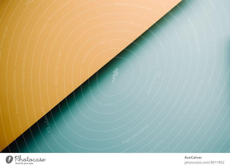 Gelber und blauer pastellfarbener flachgelegter Hintergrund mit scharfen Ebenen und Schatten mit Kopierraum Konzepte Gegensätze horizontal Ideen