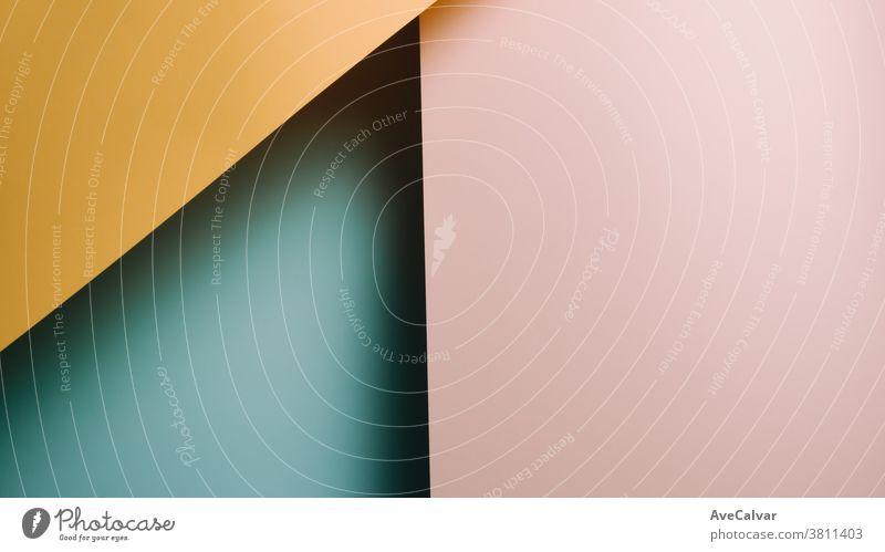 Gelber, rosa und blauer pastellfarbener flachgelegter Hintergrund mit scharfen Schichten und Schatten mit Kopierraum Konzepte Gegensätze horizontal Ideen