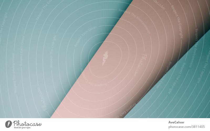 Rosa und blauer pastellfarbener, flachgelegter Hintergrund mit scharfen Schichten und Schatten mit Kopierraum-Geschlecht Konzepte Gegensätze horizontal Ideen