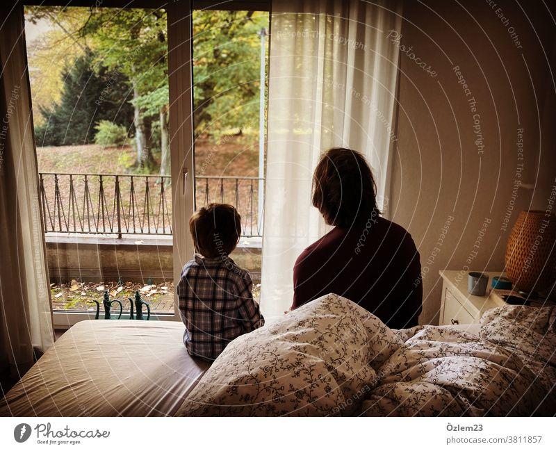 Vater und Sohn Gespräche Vater mit Kind Vater und Kind Vaterschaft gespräch Kommunikation Beziehung Liebe vaterliebe Eltern Elternteil mit Kind Elternliebe