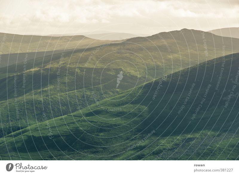 berge Natur Landschaft Wald Hügel Berge u. Gebirge grün Aussicht Ferne Republik Irland Sonnenlicht wandern Bergwanderung Farbfoto Außenaufnahme Menschenleer