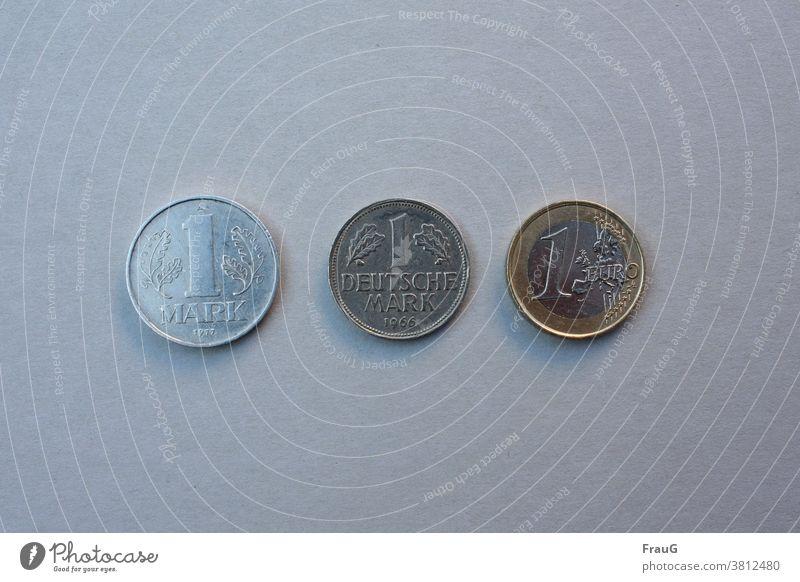 Die Mark im Lauf der |Zeitgeschichte Münzen Geld Geldmünzen Zahlungsmittel Kleingeld Bargeld Hartgeld Mark der DDR Deutsche Mark Euro Prägung Metall Eins alt