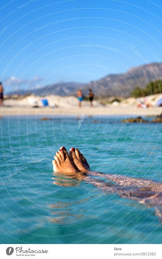 Elafonisi Beach Strand Meer Ferien & Urlaub & Reisen Kreta Mensch Beine Elafonissi Küste Farbfoto Tourismus Erholung Insel treiben lassen Mittelmeer