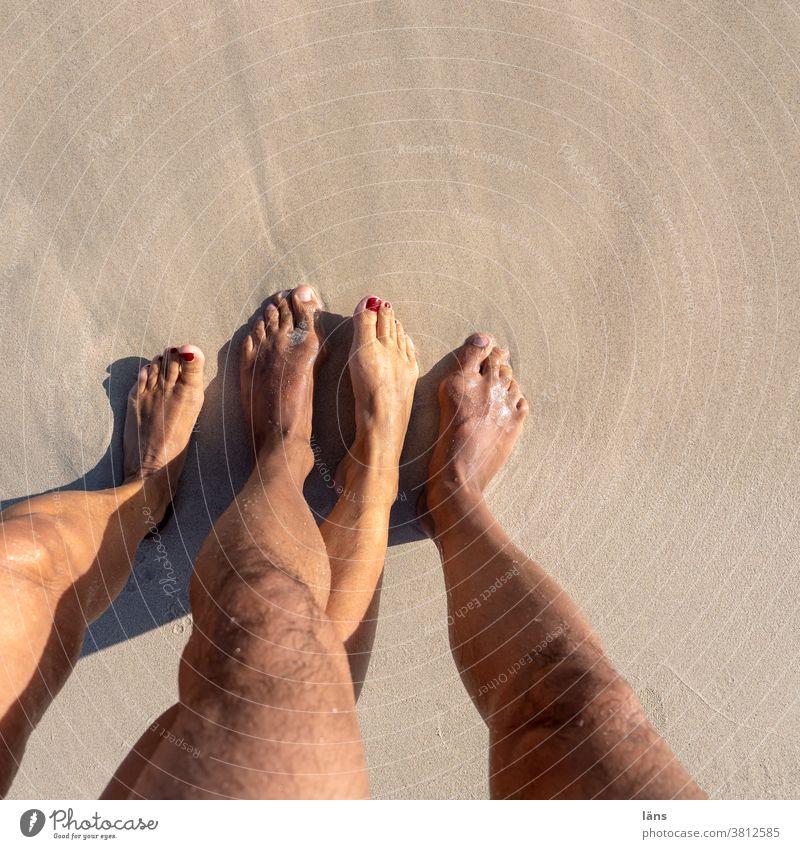 Paarbildung - Füße am Strand Ferien & Urlaub & Reisen paarbildung Barfuß Sand Fuß Mensch Sommer Beine Küste Meer Erholung Frau Erwachsene Mann Natur