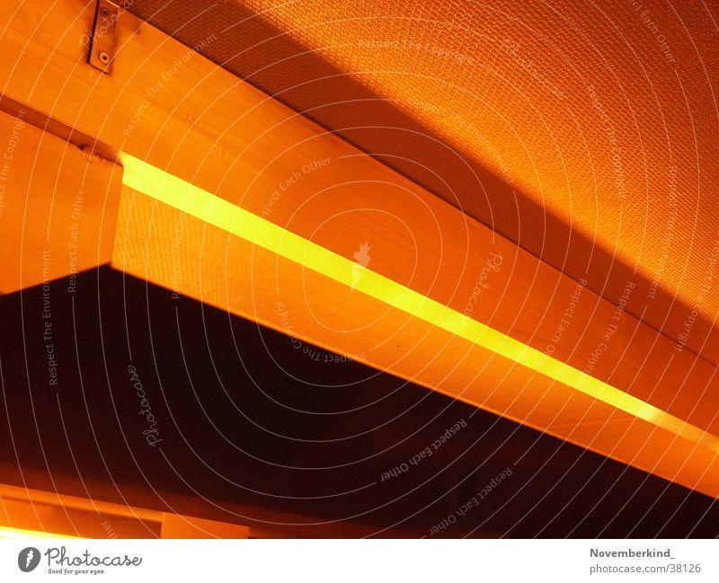 Light2 orange diagonal Foyer Fototechnik