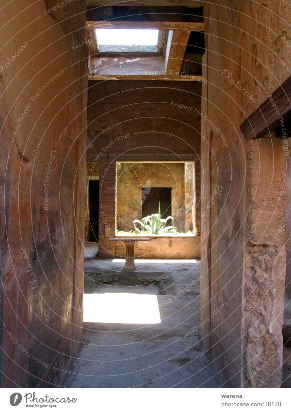 pompeji Ausgrabungen Atrium Gebäude Oberlicht Brunnen Eruption Italien Compluvium Impluvium
