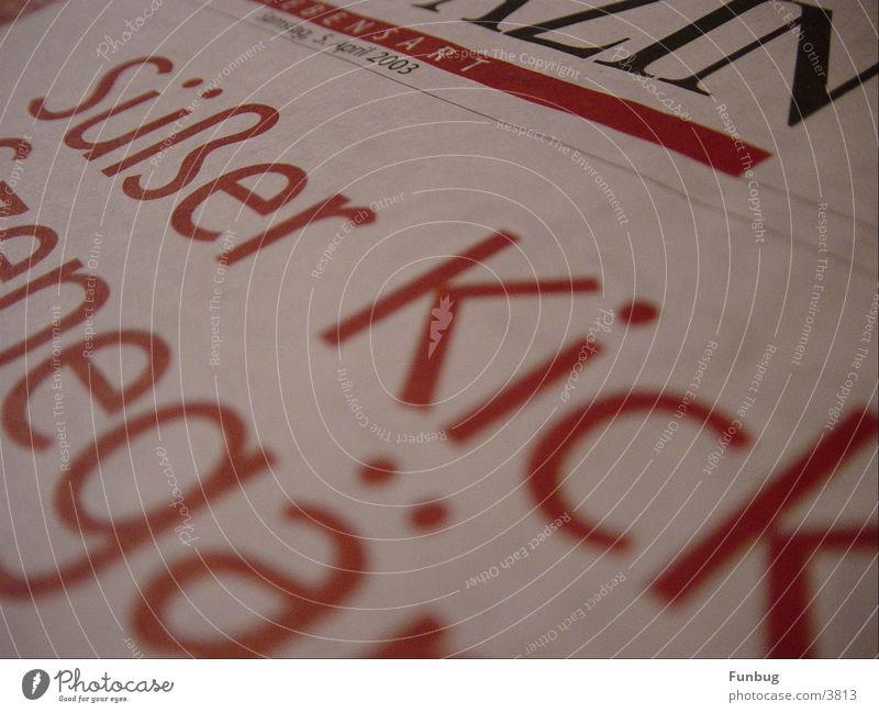 Süßer Kick süß rot Überschrift Samstag Typographie Zeitung Zeitschrift Buchstaben Schriftzeichen Warnhinweis Warnschild sweet red headline saturday