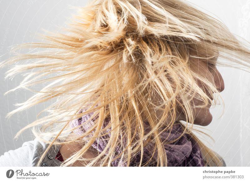 Mähne Haare & Frisuren feminin Junge Frau Jugendliche Erwachsene Kopf 1 Mensch 18-30 Jahre 30-45 Jahre blond Bewegung Tanzen toben verrückt Freude