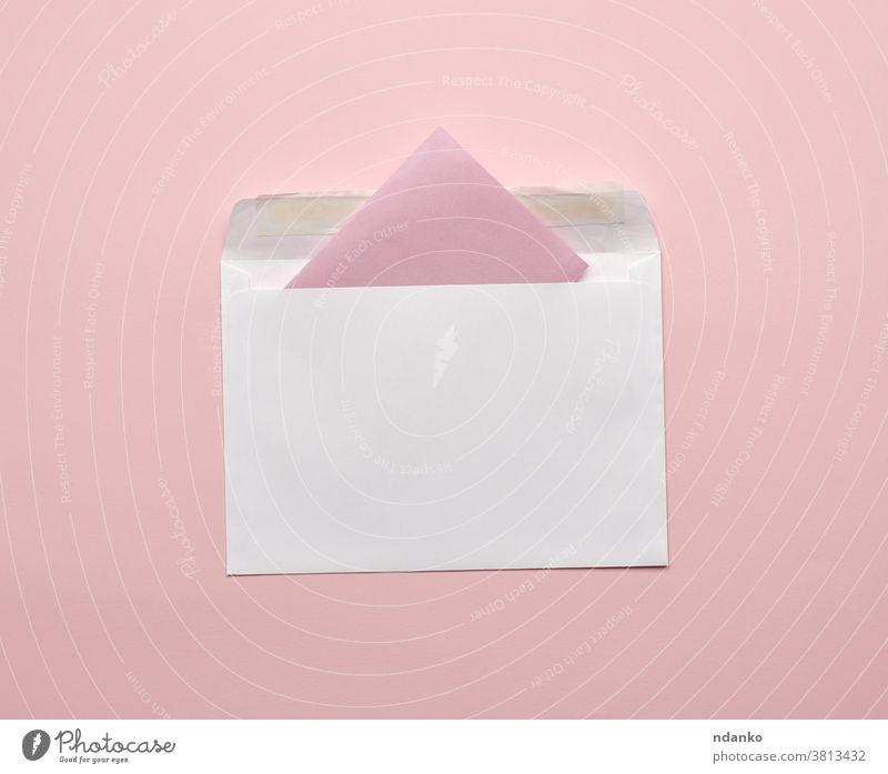 weißer Umschlag auf rosa Hintergrund leer Kuvert Information Einladung Brief Post Nachricht Hinweis offen Page Papier Postkarte Schreibwarenhandlung Atelier