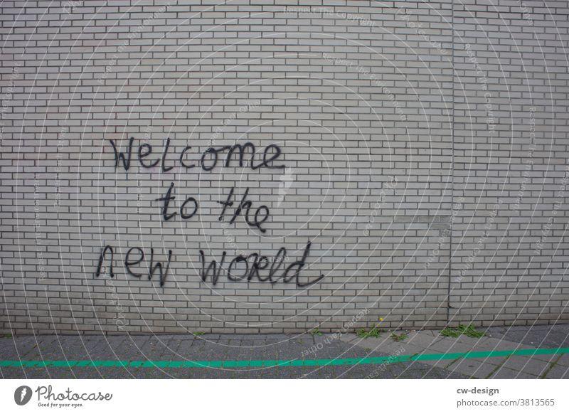 """Graffiti auf Klinkerwand """"welcome to the new world"""" Klinkerfassade Schmiererei Wand Fassade Schriftzeichen Jugendkultur trashig Subkultur Straßenkunst"""