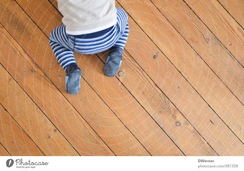 best side on catwalk Mensch Freude Haus Leben Spielen Innenarchitektur Beine Gesundheit gehen braun Raum Wohnung Häusliches Leben Baby Streifen Gesäß