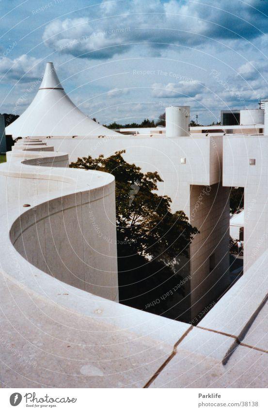 Über den Dächern der Bundeskunsthalle in Bonn Dach geschwungen Architektur Museum blau Pyramide Aussicht