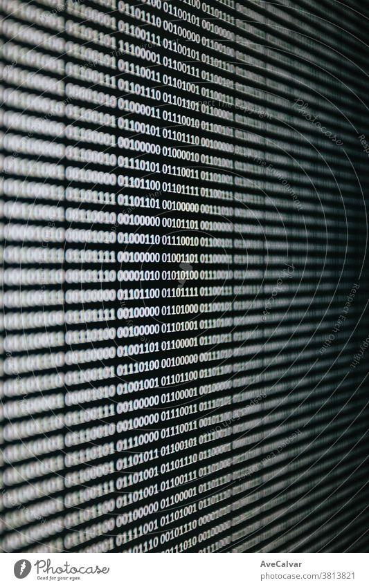 Binäre Sprache über einen Bildschirm geschrieben binär Ziffer Nahaufnahme Taste Schutz Anschluss elektronisch Identität sicher Totholz Privatsphäre online