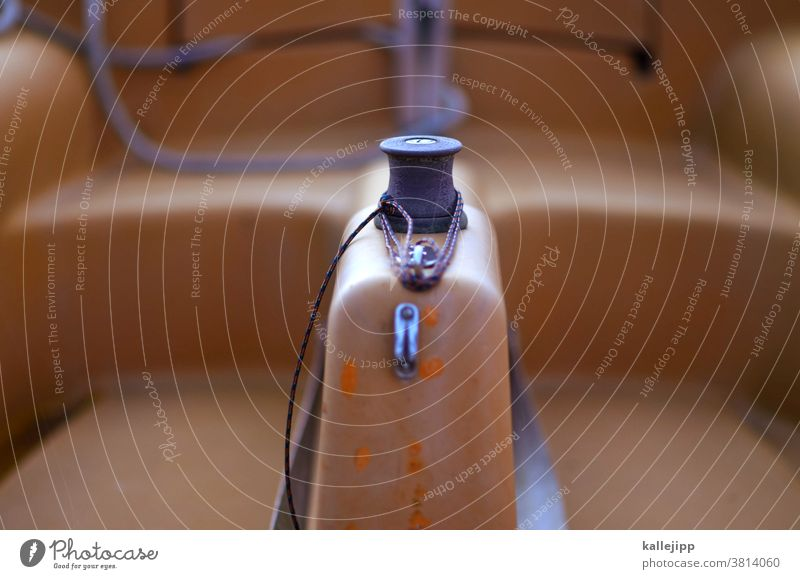 mast und schotbruch Mast Schot Leine winch Kurbel Rolle aufwickeln Segelboot seegelschiff Segeln Außenaufnahme Farbfoto Segelschiff Wasser