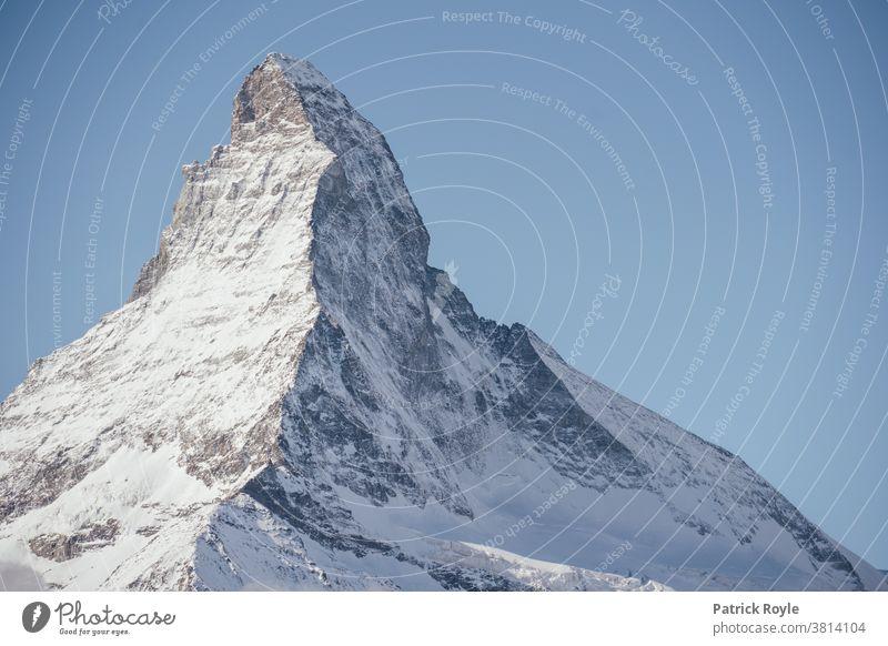 Zermatter Matterhorn mit Schnee und blauem Himmel bedeckt Blauer Himmel Schweiz Ferien & Urlaub & Reisen Cervin Berge u. Gebirge Alpen alpin Sommer Herbst