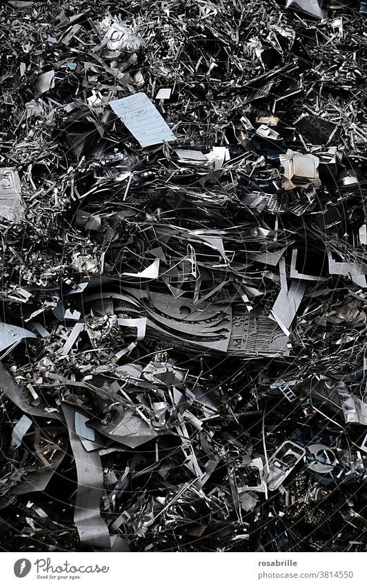 was vom Konsum übrig bleibt: Metallschrott | Konsumterror Schrott Müll Abfall Schrotthalde Müllhalde Rohstoffe Wertstoffe Verwertung Müllverwertung Ressourcen