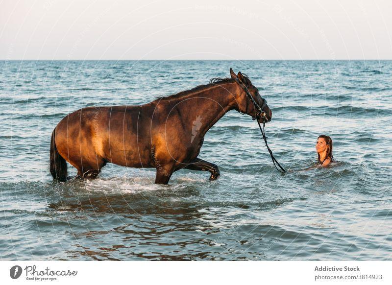 Nackt auf dem pferd frauen Nackt Reiten?