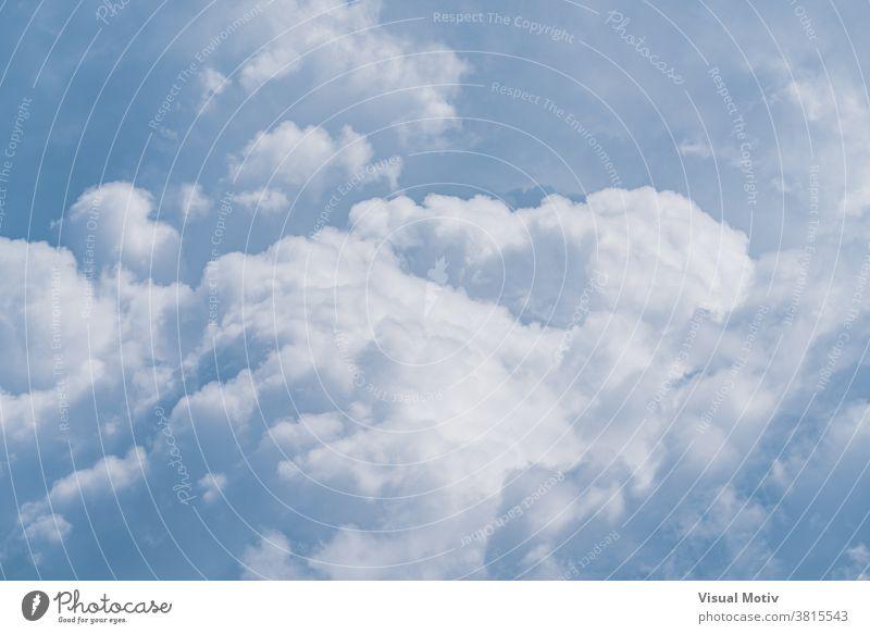 Hintergrund der weichen Kumuluswolken an einem sonnigen Tag Wolken Himmel weiß blau Klima Natur Himmel (Jenseits) Wetter Atmosphäre sanft im Freien