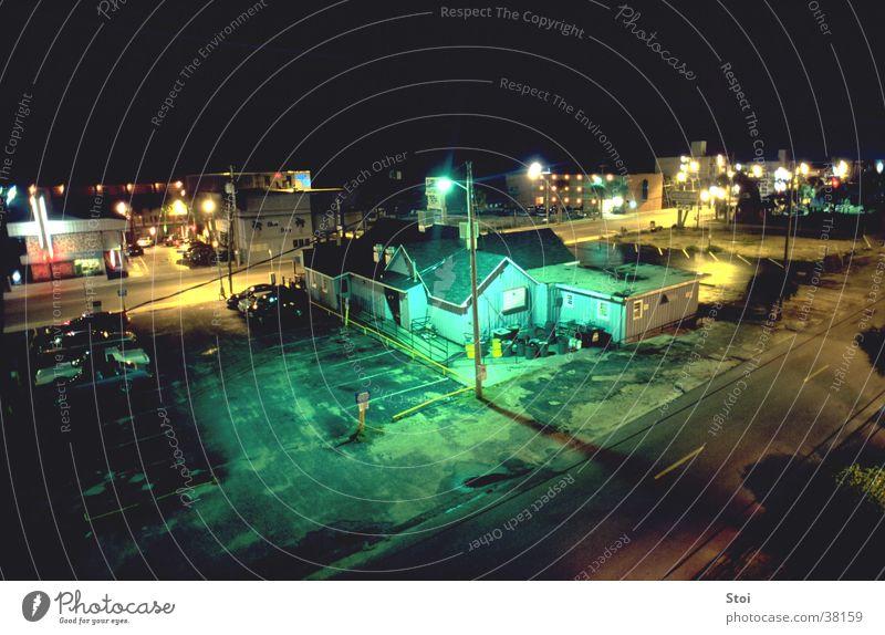 Urban Night Kleinstadt Nacht Neonlicht Einsamkeit Haus Straßenbeleuchtung Platz Architektur USA Licht