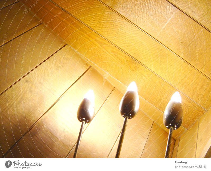 Ein dreifaches Hoch Holz Metall Dekoration & Verzierung Häusliches Leben Lautsprecher Wohnzimmer Glühbirne Holzmehl