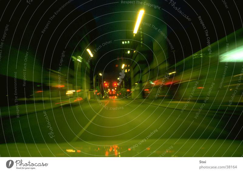 Urban Night Ride Geschwindigkeit Nacht Stadt Bewegungsunschärfe Langzeitbelichtung Verkehr Straße Syracuse USA Lichtsreifen
