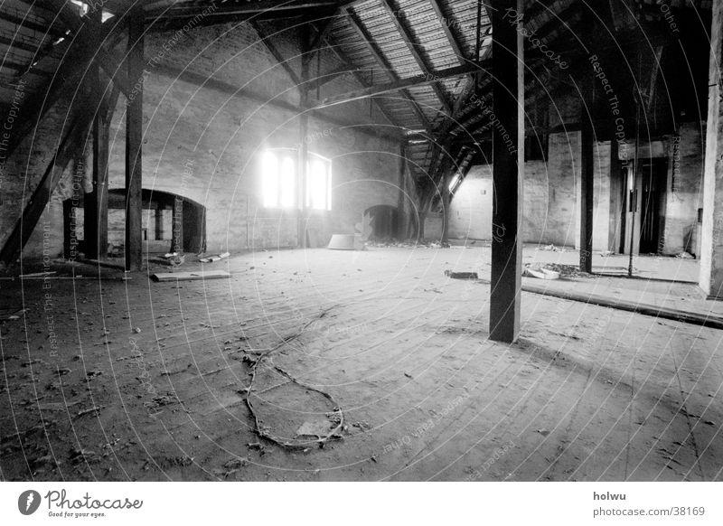 Verlassen c Innenarchitektur Raum ruhig Einsamkeit Dachboden Weitwinkel mystisch Architektur leer Traurigkeit