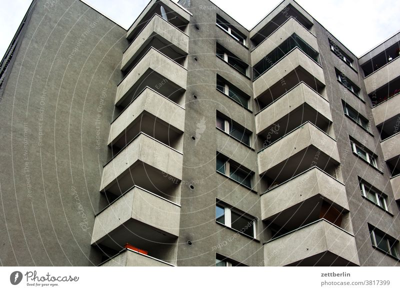 Häuserblock balkon berlin etage froschperspektive gebäude haus hinterhof hochhaus loggia schöneberg stadt stadtteil stockwerk urban wohnraum neubau neubaublock