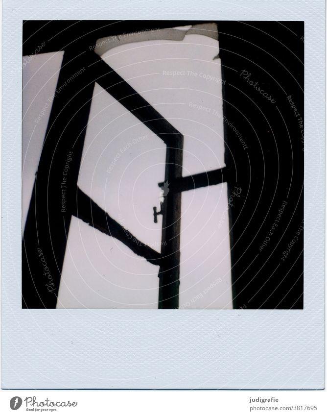 Fenster einer Industrieruine auf Polaroid Gebäude Architektur Ruine Abrissgebäude abrissreif Verfall Vergänglichkeit Menschenleer Wandel & Veränderung Farbfoto