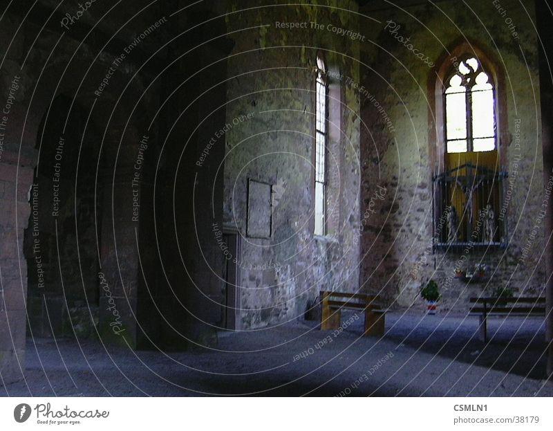 Gotthardsruine Ruine Altar Architektur ehem. Kloster Bergruine. Burg oder Schloss
