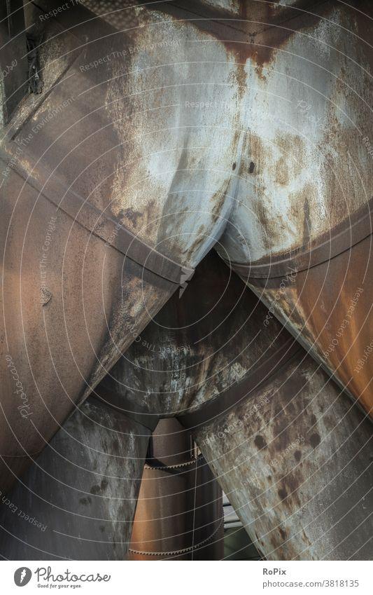 Anrüchige Rohrleitungen in einem alten Stahlwerk. Industrie Zeche Kokerei Industrieanlage Architektur Bergbau Technik Infrastruktur Stadt Ofen Ruhrgebiet urban