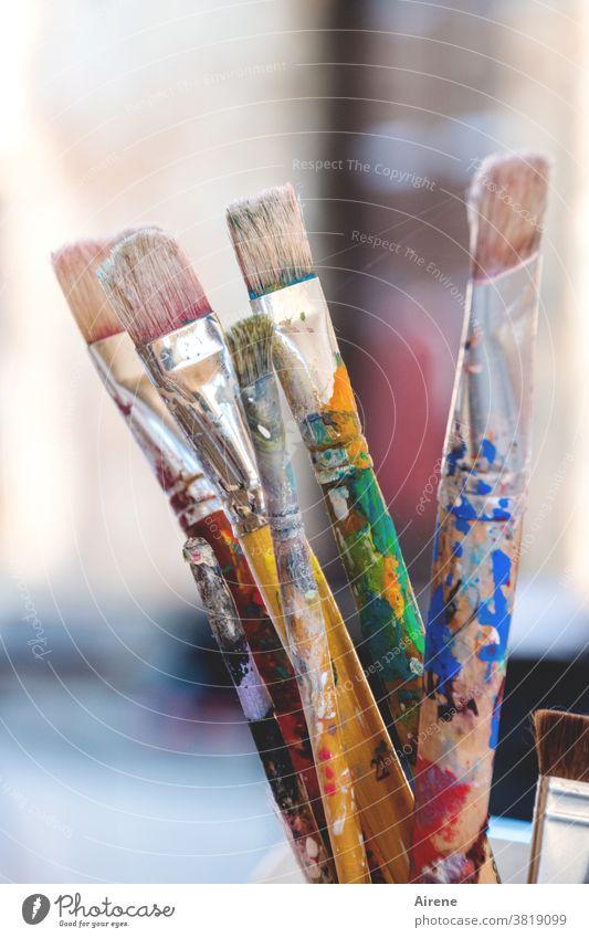 Der Herbst ist jetzt fertig mit der Malerei Pinsel Malutensilien Kunst bildende Kunst Farbe bunt Farbflecken Arbeitspause farbig Borstenpinsel kreativ gewaschen
