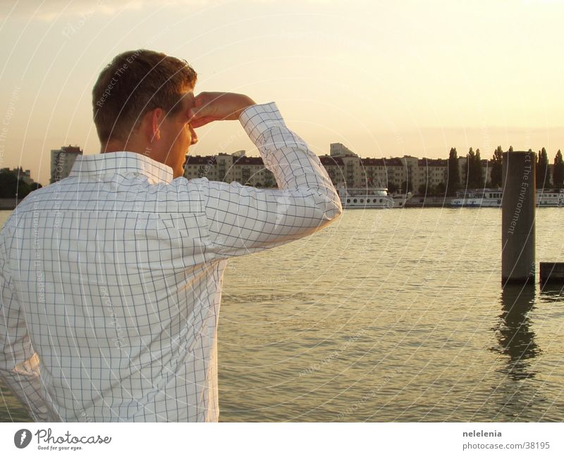 Blick auf Wien Mann Wasser Sonne Stadt Ferien & Urlaub & Reisen Haus Küste Kunst Insel Fluss Romantik Skyline Hemd Österreich Wien Sightseeing
