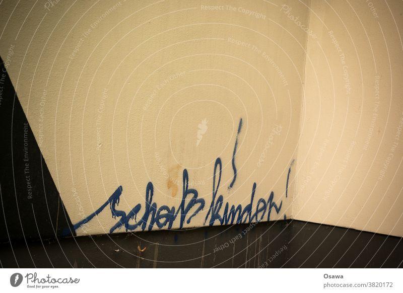 Ehrliche Eltern scheiß kinder Kinder Beleidigung Graffiti Text Schreibschrift Wand Hauswand Schmiererei Sachbeschädigung Schriftzeichen Buchstaben Typographie