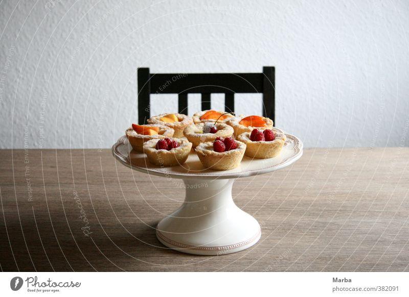 tartes aux fruits. ein früchtetraum. Lebensmittel Frucht Teigwaren Backwaren Kuchen Dessert Süßwaren Himbeeren Kirsche Aprikose Ernährung Kaffeetrinken Teller