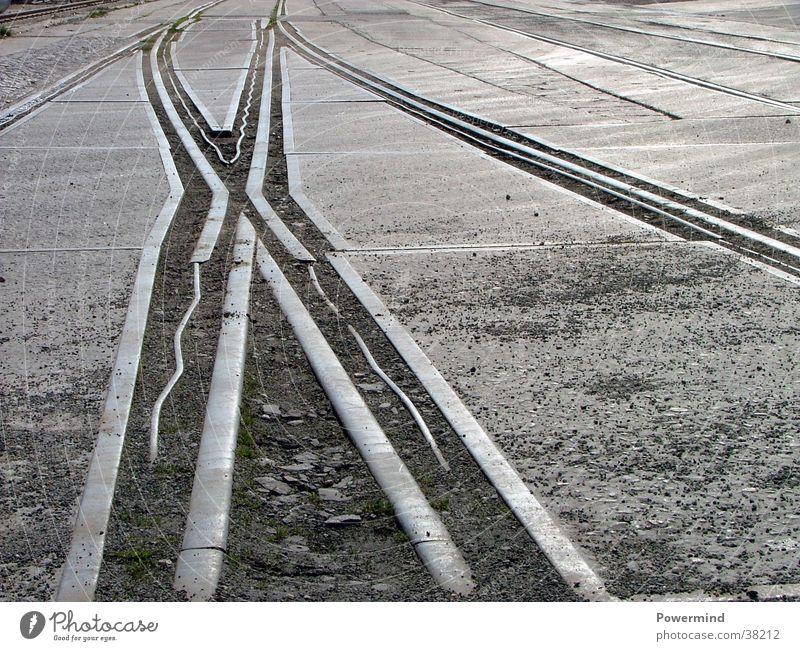 Vorwärts und nie vergessen Gleise Abzweigung Stahl glänzend alt historisch Elektrisches Gerät Technik & Technologie Eisenbahn Metall Wege & Pfade Mischung