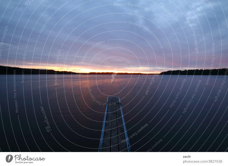 durchatmen Abenddämmerung Nacht Sonnenlicht Erholung Landschaft Natur Himmel ruhig Licht Seeufer blau Wolken Wasser Dämmerung Sonnenuntergang Sommer Steg Idylle