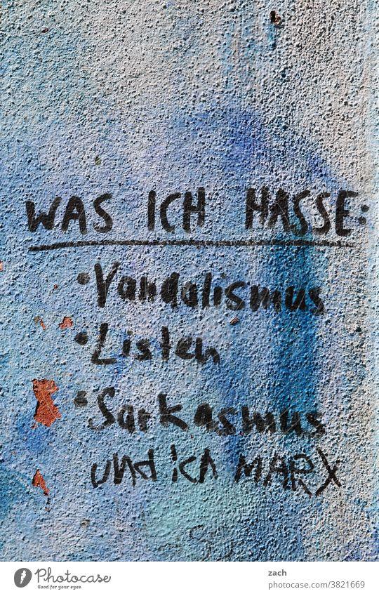 ...und ganz doll Dich Zeichen Wand Fassade Graffiti Mauer Gebäude Street Art Ruine streichen Renovieren Maler Buchstaben Botschaft malern Ironie Liste