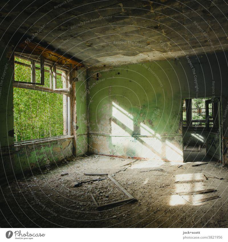 einfach komplett Lost! Ruine Zahn der Zeit verfallen Sonnenlicht Heilstätte Raumeindruck lost places Vergänglichkeit Endzeitstimmung Architektur Fenster kaputt