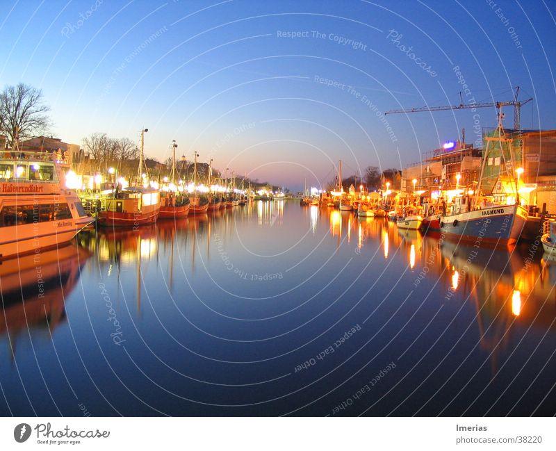 Warnemünde by night Himmel Natur Wasser Ferne dunkel See Beleuchtung Wasserfahrzeug Seil Fluss Klarheit Hafen Bucht Anlegestelle Amerika Wasseroberfläche