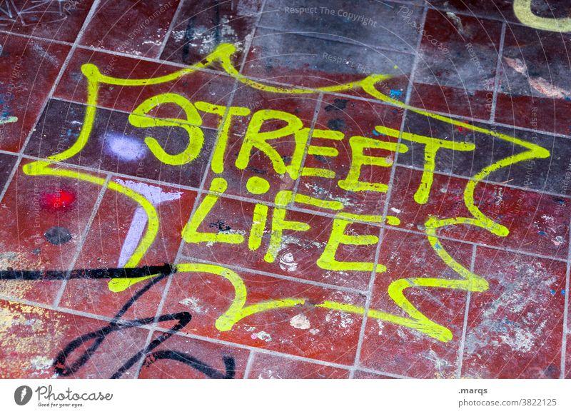STREET LIFE streetart Graffiti Schriftzeichen Farbe gelb rot Bodenplatten Bodenbelag street life urban Subkultur Jugendkultur Schmiererei