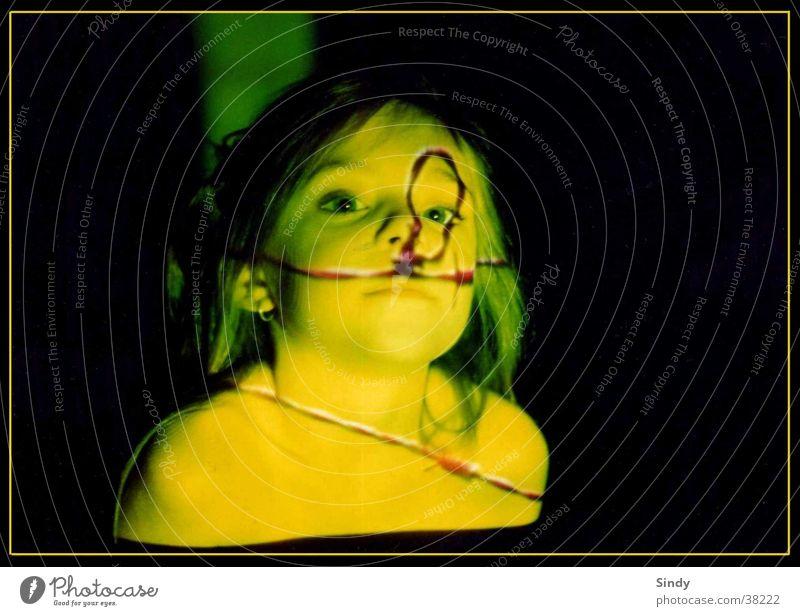 amy Frau Kind Mädchen grün Gesicht schwarz Auge gelb Haare & Frisuren Mund Nase frei Schulter Hals Rahmen Augenbraue