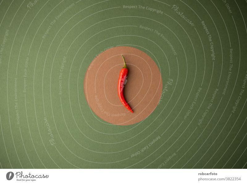 rote Chilischote auf grünem und braunem Hintergrund Pflanze Paprika Lebensmittel Würzig Bestandteil organisch Essen zubereiten reif Gemüse heiß mexikanisch
