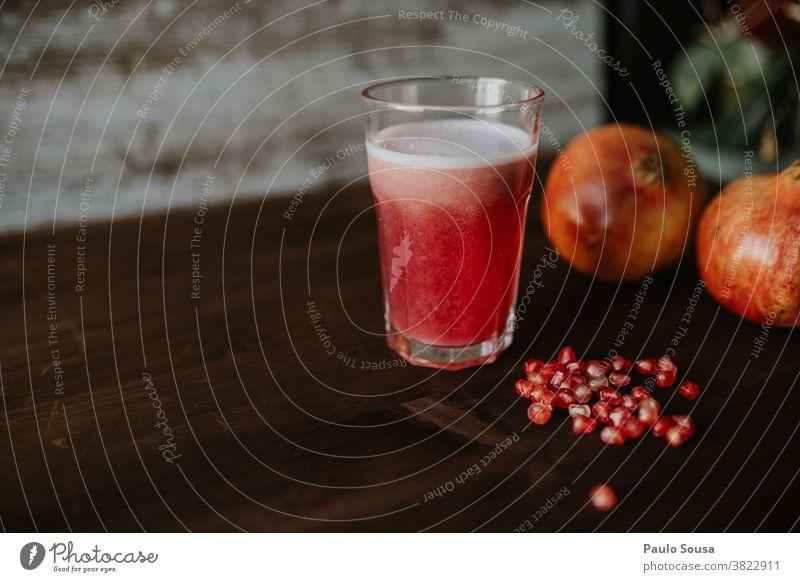 Granatapfelsaft Frucht fruchtig Gesundheit Gesunde Ernährung Lebensmittel frisch rot lecker Essen Innenaufnahme Bioprodukte Vegetarische Ernährung vitaminreich